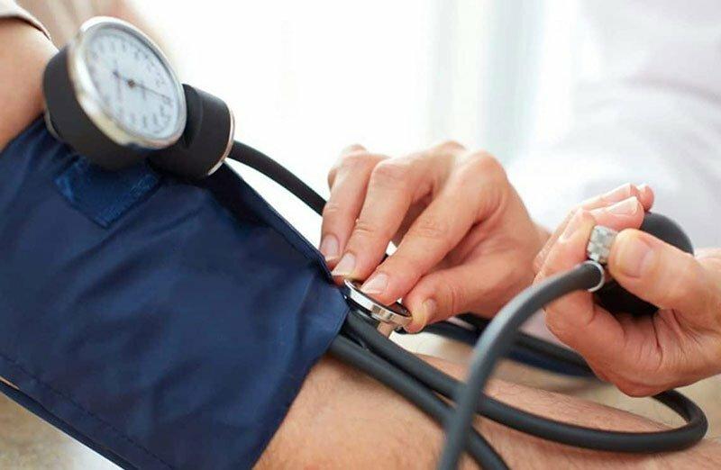 ¿Por qué aumenta la presión arterial?